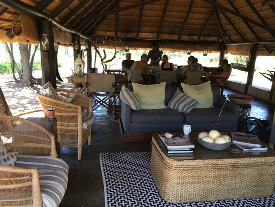 Pungwe Safari Camp: Main Lodge / Dining Area