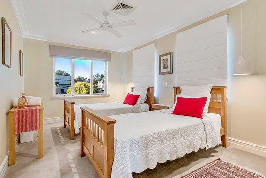 Sorrento, Australia: King singles room