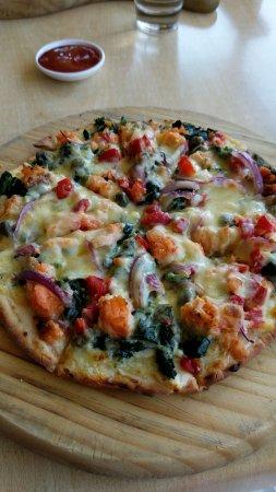 Saint Arnaud, New Zealand: Their pizzas were super yummy!