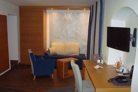 Altstadt-Hotel Passau: Part of the bedroom