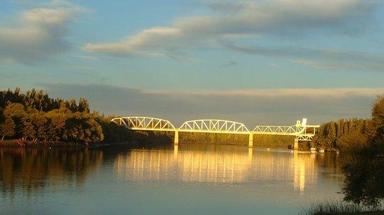 Carmen de Patagones, الأرجنتين: Esta Foto Forma parte de mi Realidad !!! Foto del Puente desde Viedma.