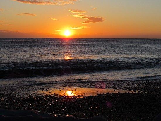 Chideock, UK: Catch a winter's sunset