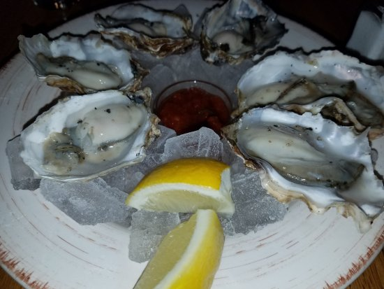 229 Parks Restaurant and Tavern: Kachemak Bay oysters on the 1/2 shell