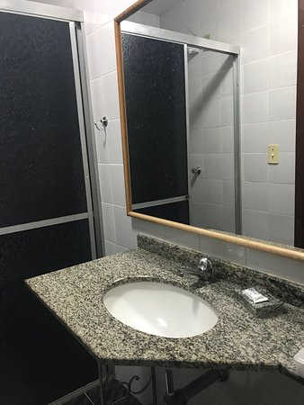 Hotel Lawrence: Banheiro - Novembro 2017
