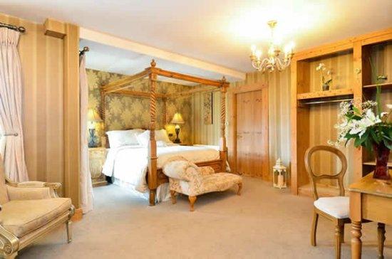 Mill Times Hotel Westport: WestportHotelRoom1_large.jpg