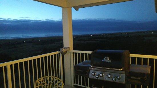 Long Beach, Вашингтон: Evening beach view with BBQ.