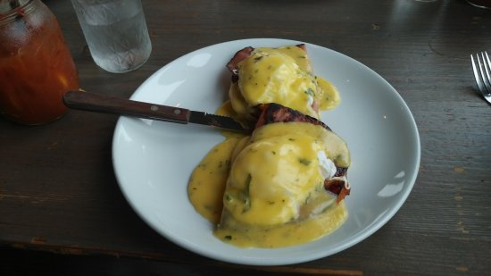 Long Beach, WA: Eggs Benedict off the Breakfast Menu.