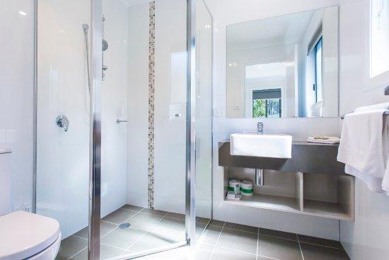 BIG4 Karuah Jetty Holiday Park - Family Bungalow bathroom
