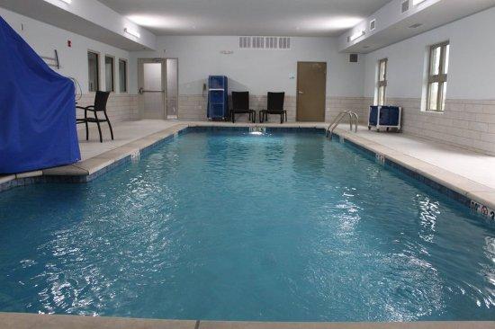Shawnee, KS: Pool