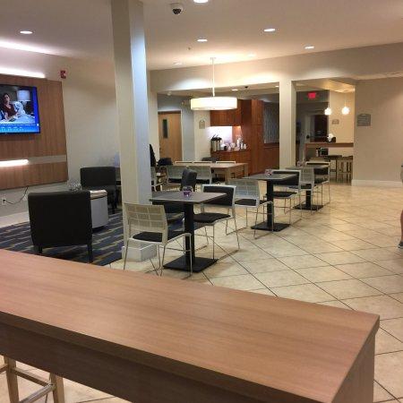 Microtel Inn & Suites by Wyndham Port Charlotte: Lobby