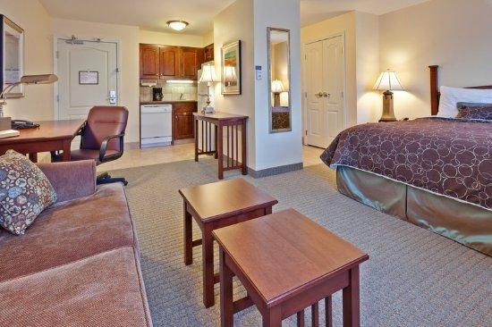 Staybridge Suites Indianapolis - Carmel: Guest room