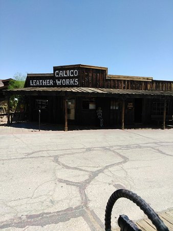 Yermo, CA: Love this old town