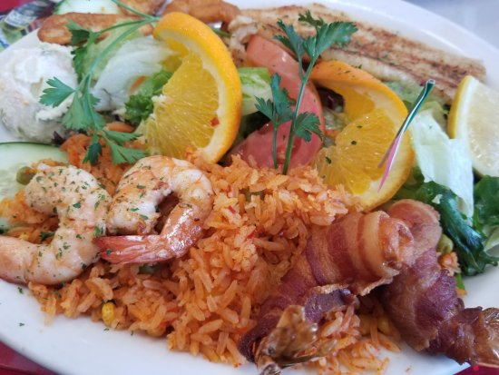 Bell Gardens, Californie : Seafood (fish, shrimp, & shrimp wrap with bacon) & rice