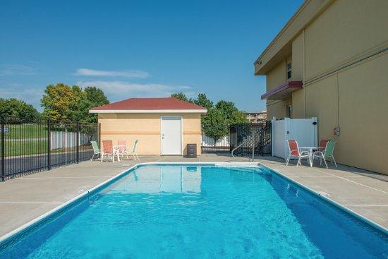 Blue Springs, MO: Pool