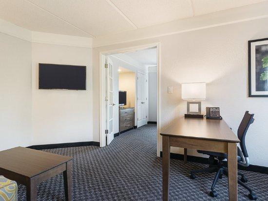 La Quinta Inn Amp Suites Atlanta Perimeter Medical Updated