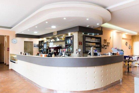 Pieve A Presciano, Italia: Il bancone del Bar