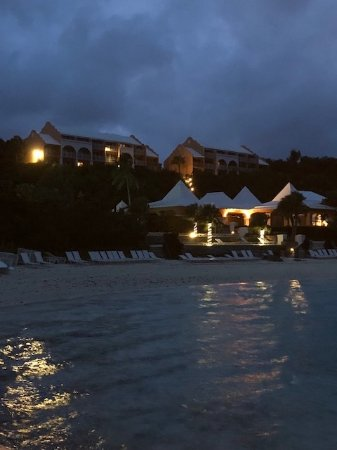 Grotto Bay Beach Resort & Spa: Night View from the pier