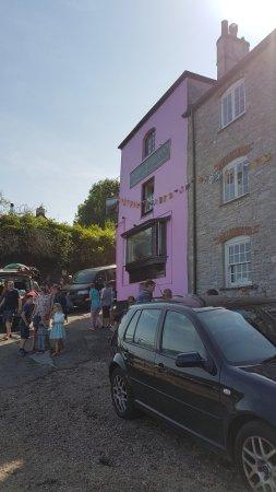 Dittisham, UK: Pub on the shoreline