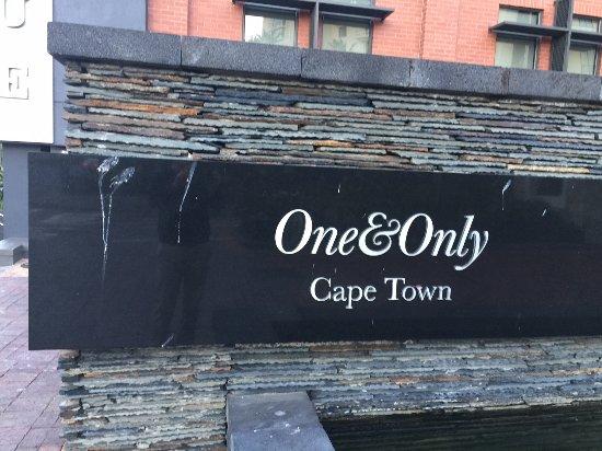 """One&Only Cape Town: """"Repräsentativer"""" Eingangsbereich mit Vogeldreck, über Tage, wahrscheinlich Jahre, nicht entfern"""
