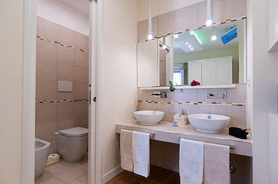 Camera con bagno privato foto bed and breakfast tre - Camera con bagno ...