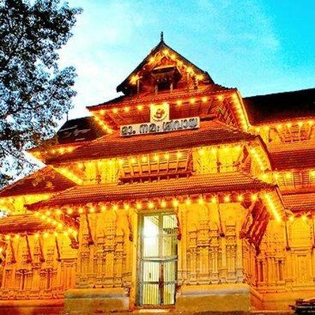 Vadakkunnathan Temple: Kb Shayam 20170803_200313_large.jpg