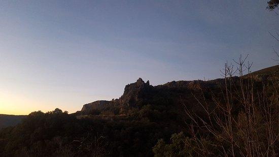 Berchules, Spain: Amanecer. Una pequeña caminata te lleva a la cima, desde donde observar un bonito amanecer