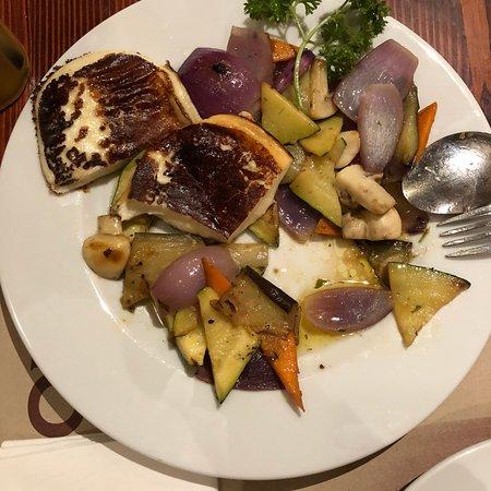 BorLaBor Restaurant: Отличное место с венгерской кухней. Порции огромные, официант сразу порекомендовал брать  по одн