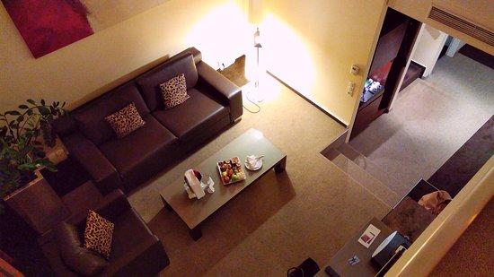The Westin Grand Frankfurt: Duplex Suite Wohnbereich von oben