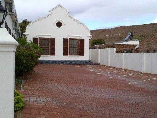 Laingsburg, Südafrika: Parkeerarea by hoofgebou