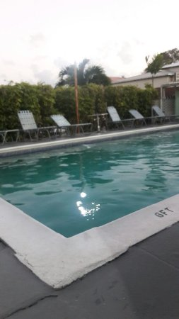 Worthing, Barbados: Place to relax after a day out. Pool is close to kitchen.