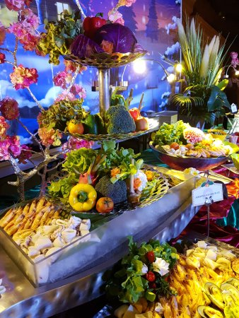 Beyond Resort Kata: Christmas buffet