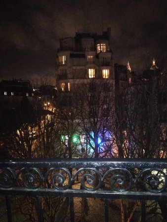 Timhotel Montmartre: View from the balcony