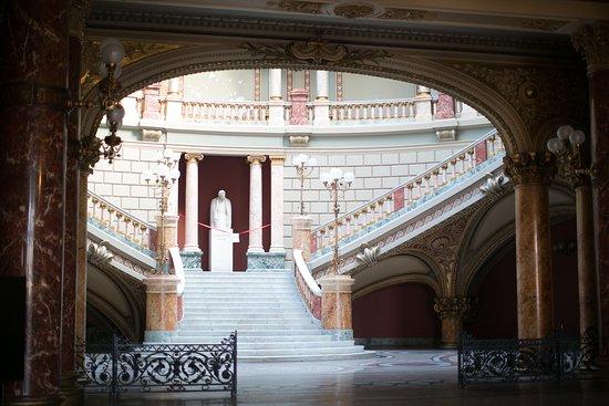 Ateneo Romano: Beeld van Enescu