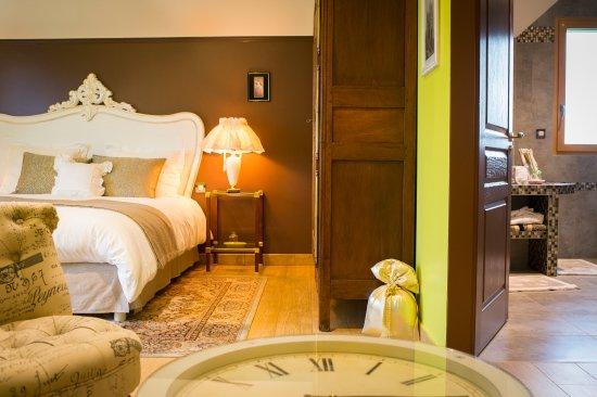 Putanges-Pont-Ecrepin, Francia: suite Alençon lit 180x200, alcoves deux lits gigones, Sdb, WC séparé, plateau courtoisie