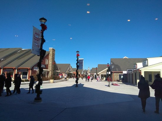 Woodbury Common Premium Outlets : 伍德柏瑞奧特萊斯