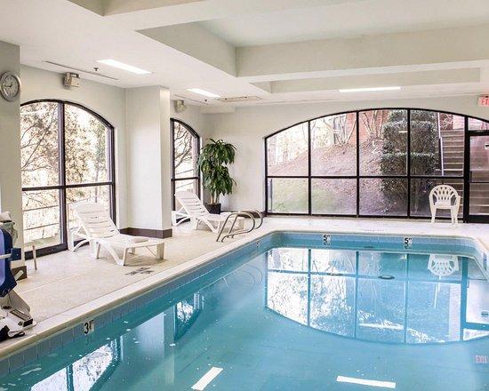 Comfort Suites Regency Park: Indoor Heated Pool