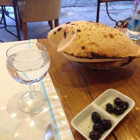 Albura Kathisma: Зашли перекусить с друзьями! Прекрасная обстановка и обслуживание! Стафф немного говорит по русс