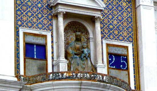 Torre dell'Orologio: Virgin Mary and Baby Jesus. Beautiful Clock Tower in San Marco Square