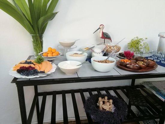 Plumbago Guest House: Cold breakfast buffet part 1