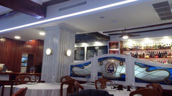 Inside view picture of civera marisquerias valencia for Aquarium valencia bar