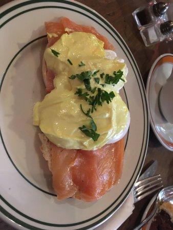 Caffe Reggio: Eggs benedict with salmon
