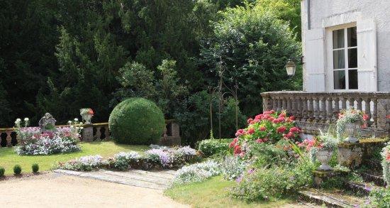 Tavers, France: vue de l'entrée au château