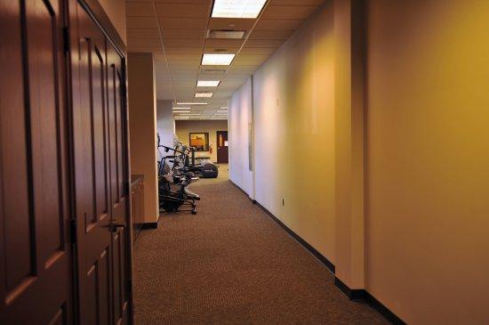 Island Resort & Casino: Hallway of Fitness Center