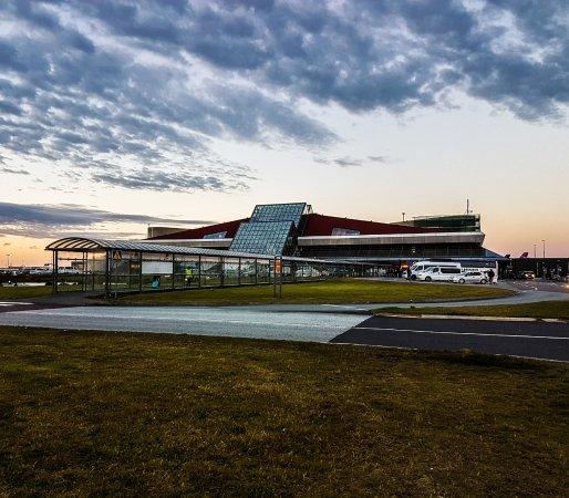 Keflavik international airport foto di tripguide iceland for Casette di legno in islanda reykjavik