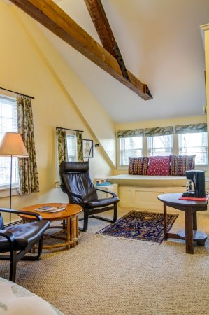 Chatham Guest Rooms: East Room