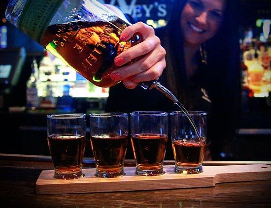 Ozark, Μιζούρι: Whiskey Flights available