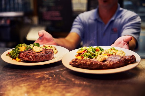 Ozark, Μιζούρι: Steak night on Thursdays