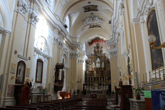 Andria, Italie : interno della chiesa