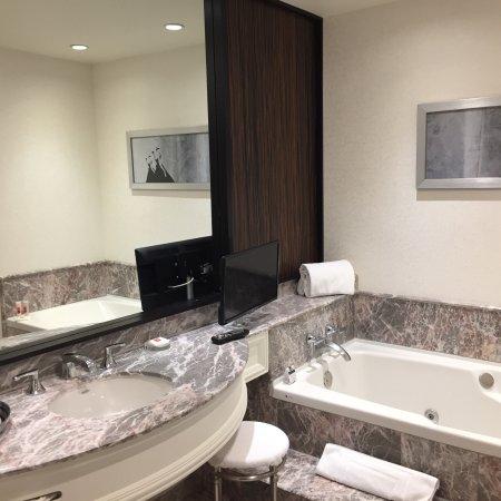 Loews Hotel Vogue: photo2.jpg