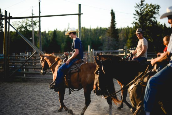 Falcon Lake, Kanada: Horseback riding at Falcon Beach Ranch